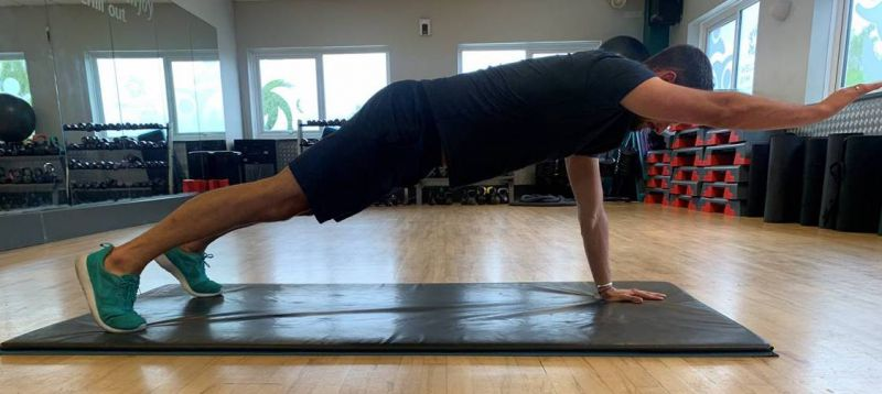 Variations-on-plank-core-exercises